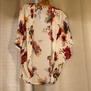 Tops - Kimono with red and rose flowers.